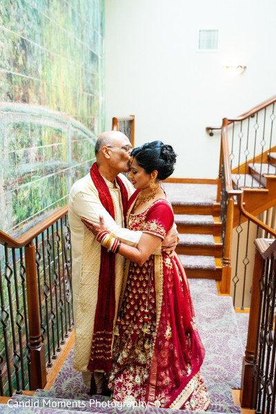 Lovely capture of Indian bride with parent.