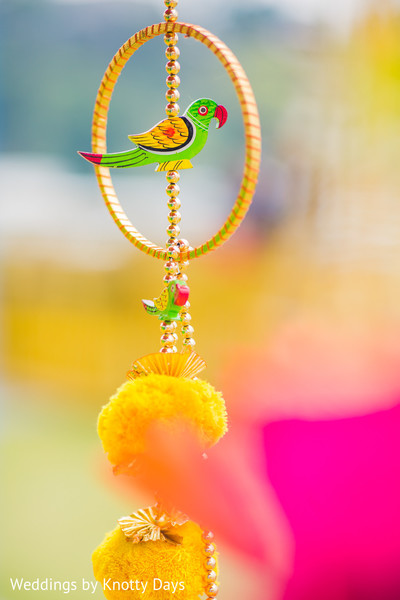 Lovely Indian mehndi party parrot on a bangle decor.