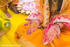 Magnificent Indian bride's mehndi art.