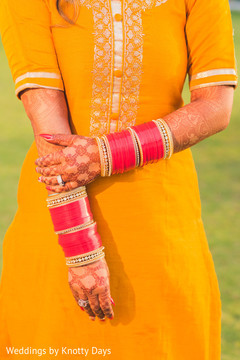 Marvelous Indian bride's bangles and mehndi art.