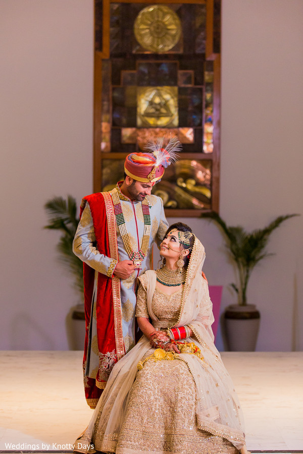 indian bride and groom,indian wedding ceremony fashion,indian wedding jewelry