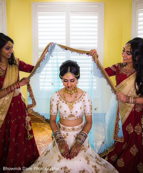 indian bride,indian wedding hair and makeup,indian wedding ceremony fashion