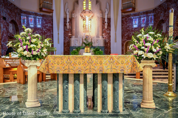 Majestic Indian wedding altar decor.
