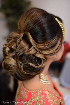 Magnificent indian bridal hairstyle.
