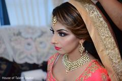 Impressive Indian bride putting her Ghoonghat capture.