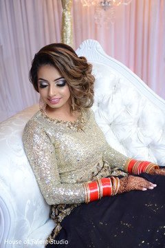 Enchanting Indian bride's capture.