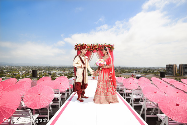 indian bride and groom,indian wedding ceremony fashion,indian wedding ceremony aisle