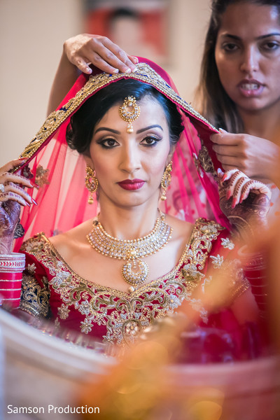 Stunning Indian bride about to wear her dupatta