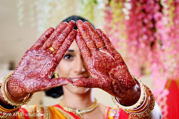 Stunning Indian bridal mehndi art capture.