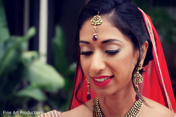 indian bride,indian bridal jewelry,indian bridal hair and makeup,indian wedding ceremony fashion