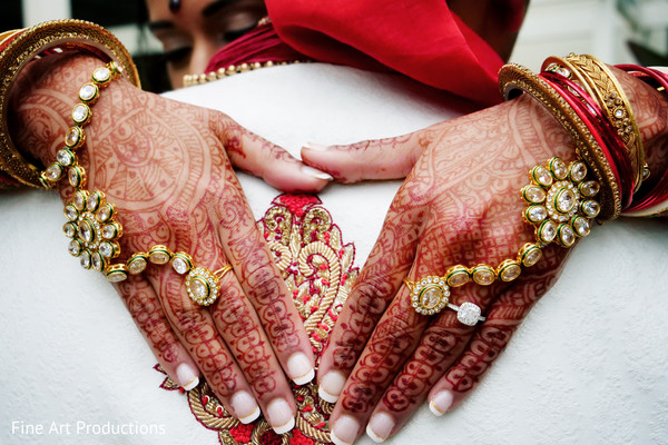 indian bride,indian henna art,indian jewelry,indian bridal mehndi