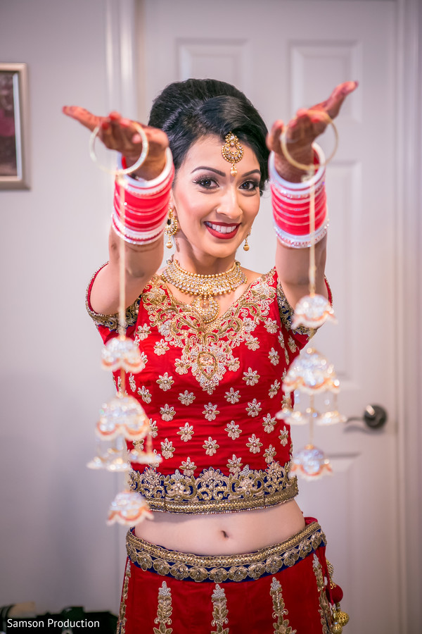 Indian bride showing the Kalire prior to the ceremony.