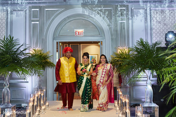 indian bride,indian wedding ceremony fashion