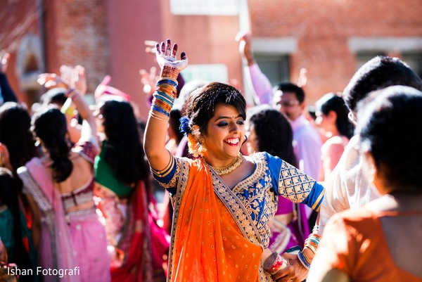 Special guest dances at the beginning of the Baraat
