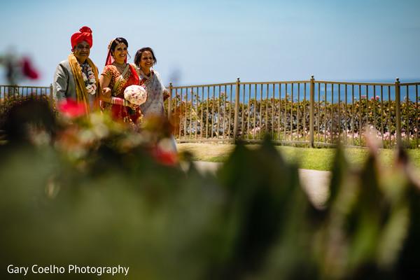 indian bride,indian wedding ceremony fashion