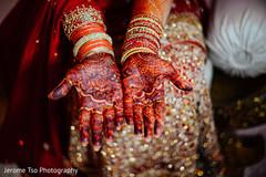 Fascinating Indian bridal mehndi art.