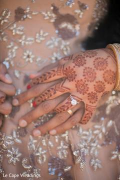 Lovely indian bride mehndi art