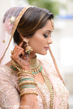 Magnificent Indian bridal jewelry capture.