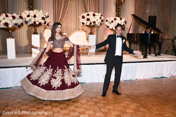 indian bride and groom,indian wedding reception fashion,indian wedding dance