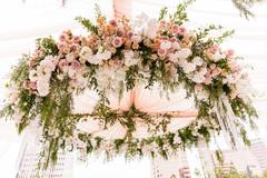 Mesmerizing floral arrangement hanging from the mandap