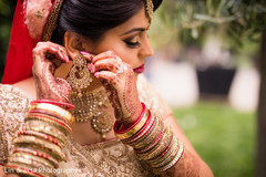 Maharani getting ready with the bridal jewelry