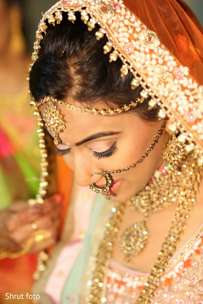 Detail of the beautiful Indian bride getting ready