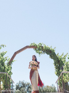 Stunning capture of the maharani arriving to the venue