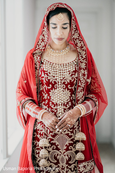 Amazing capture of the Indian bride moments before the Indian wedding