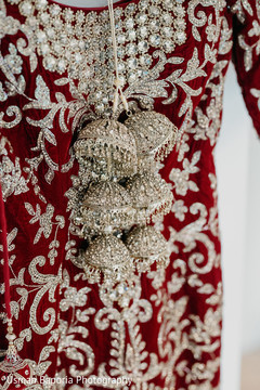 Details of the accessories worn by the maharani
