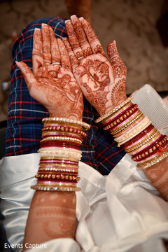 Marvelous Indian bride henna art capture.