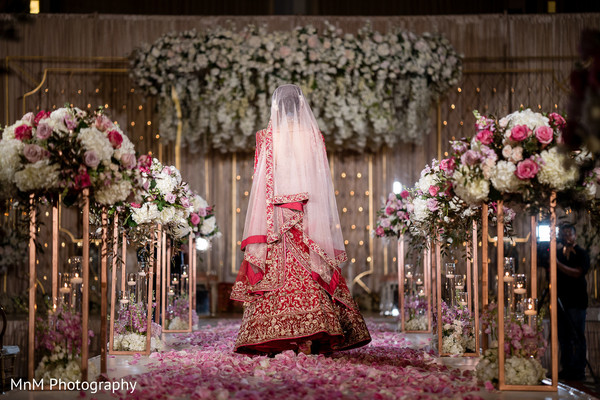 indian wedding,maharani,floral arrangement,decoration