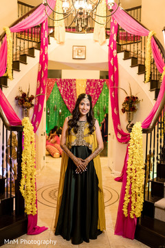 Dazzling Indian bride wearing the sari and mehndi design