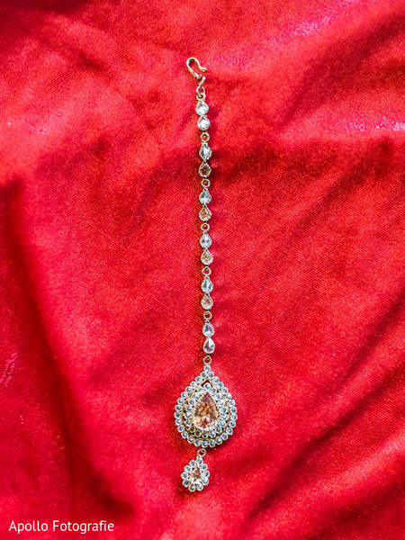 indian bride jewelry,tikka,indian bride fashion