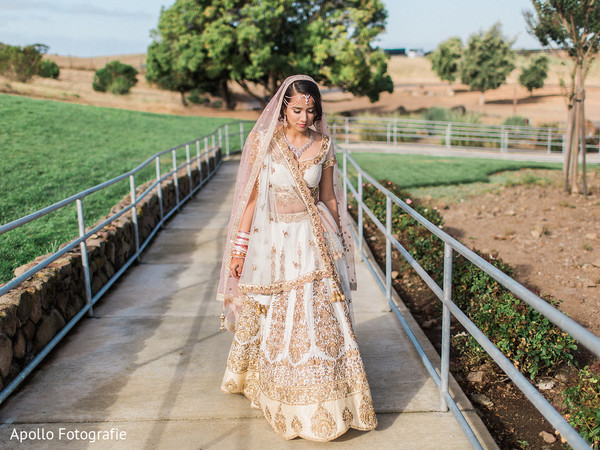 Maharani walking to meet the groom