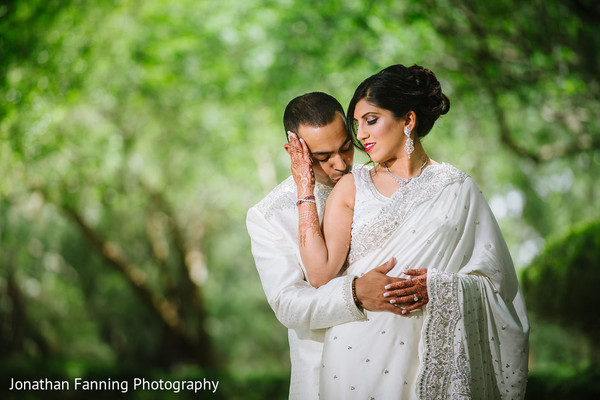 indian bride and groom,indian wedding ceremony fashion,indian wedding white outfits