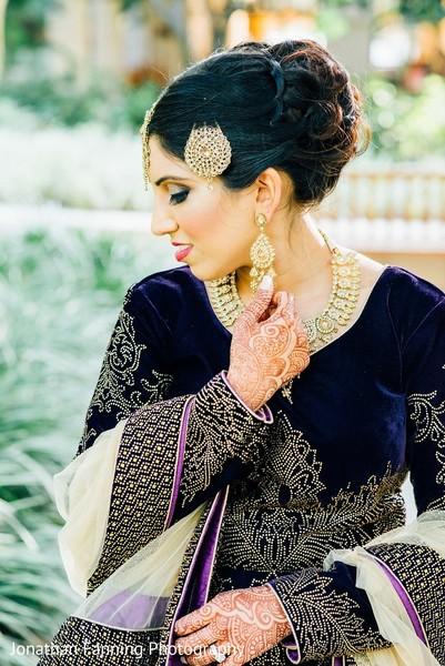 indian bride,indian wedding reception fashion,indian bridal jewelry,mehdi