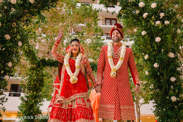 indian bride and groom,indian wedding ceremony,indian wedding fashion