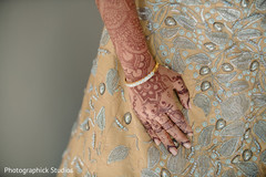 Marvelous Indian bride mehndi art.