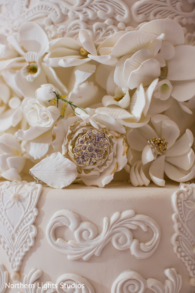Marvelous roses and flowers decor on Indian wedding cake.