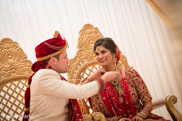 mangalsutra,indian bride and groom,indian wedding ceremony