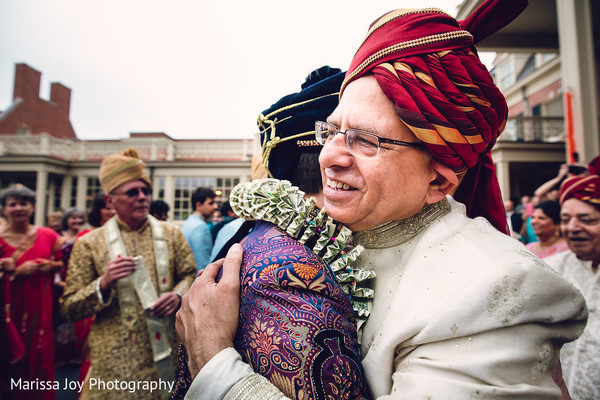 Special guest hugs the Raja as the baraat continues