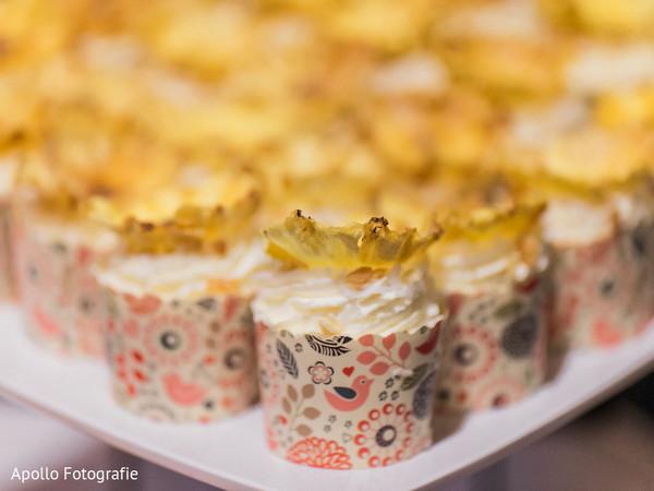 cake and treats,wedding cupcakes