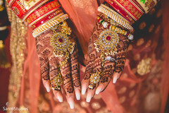 Stunning mehndi design on the maharani's hands