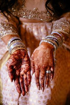 See this lovely bridal mehndi