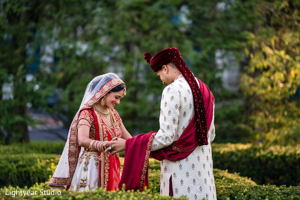 indian bride and groom,indian wedding ceremony fashion,photo shoot
