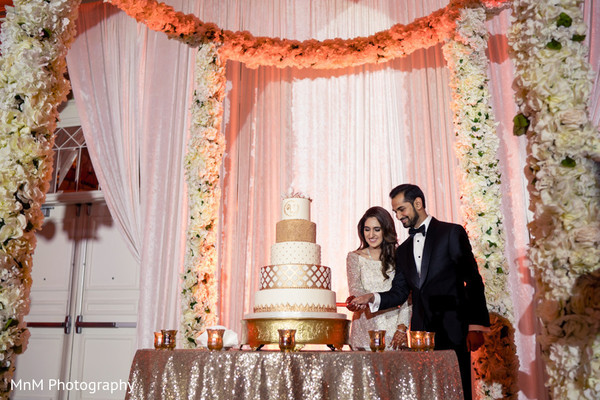 indian wedding reception fashion,indian bride and groom,indian wedding cake