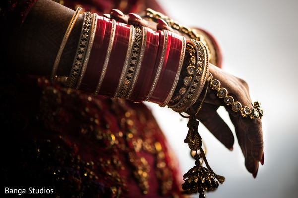 getting ready,indian wedding,maharani,jewelry