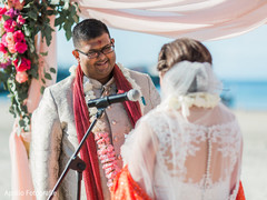 Phenomenal Indian couple at ceremony capture.