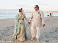 By the beach Indian bride and groom's capture.