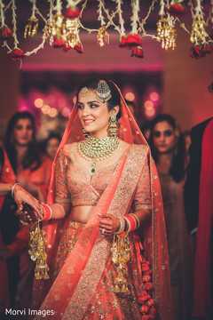 Astonishing indian bride's wedding outfit.